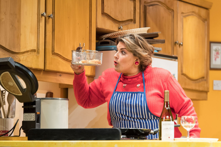 THEATRE Review: Shirley Valentine – Marlowe Theatre Canterbury and touring